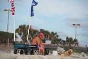 Na pláži Myrtle v Južnej Karolíne, robotníckom letovisku Američanov.