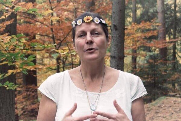 Miluška Matoušová vo videu s názvom Ženy mužům