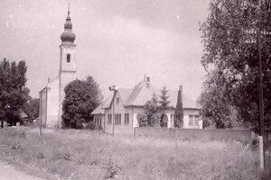Kostol v Mochovciach.