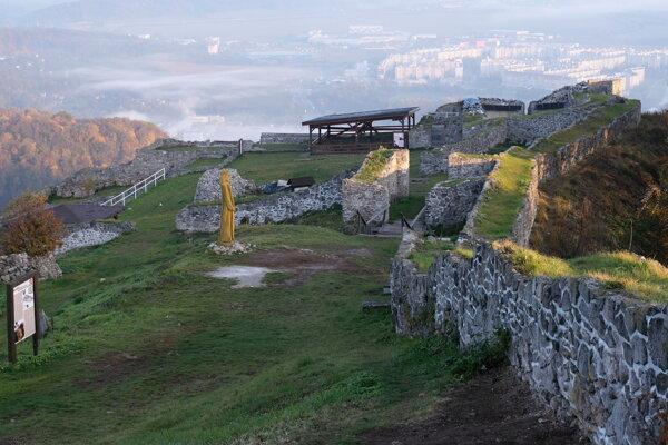 Pustý hrad, severná časť Horného hradu.