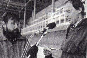 Rasťo Piško (vľavo) vnovembri 1989 na mítingu sMilanom Somíkom.