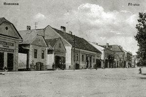 V strede stojí pôvodný obchodík Rózy Schvarzovej.