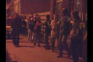 Živá reťaz, ktorú vytvorili študenti 16. novembra 1989.