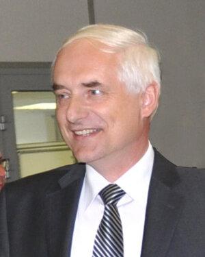 Juraj Habovštiak. V roku 1989 mal 27 rokov, robil v Tesle Orava konštruktéra jednoúčelových strojov. Po revolúcii, v roku 1996, založil firmu MTS v Krivej, ktorá je dnes na Slovensku lídrom v montážnej technike a zamestnáva viac ako 350 ľudí.