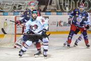 Zľava Samuel Petráš (Zvolen), Marek Slovák (Banská Bystrica), Ivan Švarný (Zvolen)  počas zápasu 22. kola slovenskej hokejovej Tipsport Ligy HC'05 iClinic Banská Bystrica - HKM Zvolen.