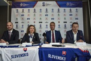 Zľava tréner Peter Kúdelka, šéfka organizačného výborz Ľubomíra Kožanová, Richard Raši a Martin Kohút.