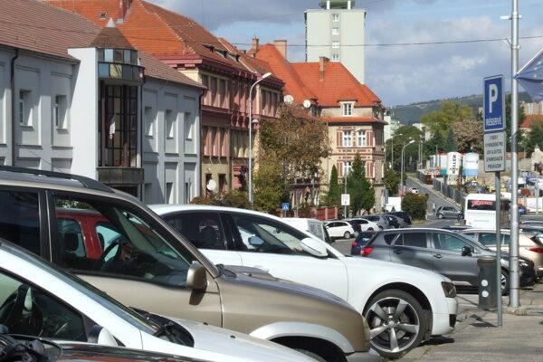 Nitra mení parkovaciu politiku.