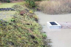 Polder sa v čase výdatných dažďov naplnil. Hladina bola 10 centimetrov pod vrchným prepadom.
