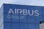 Logo európskeho leteckého koncernu Airbus v Paríži.