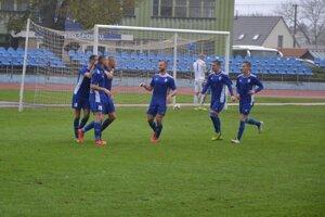 častý jav v jeseni - radosť Dubničanov po strelenom góle.