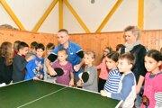 Žiaci sa v Sučanoch učili hrať stolný tenis.