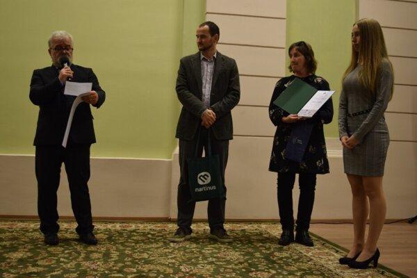 Na stretnutí sa oceňovali aj študentské príspevky o regionálnej histórii. Úplne vpravo víťazka, Dominika Šuľanová.