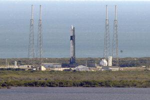 SpaceX sa pokúsi raketu znovu vyslať k ISS vo štvrtok popoludní.