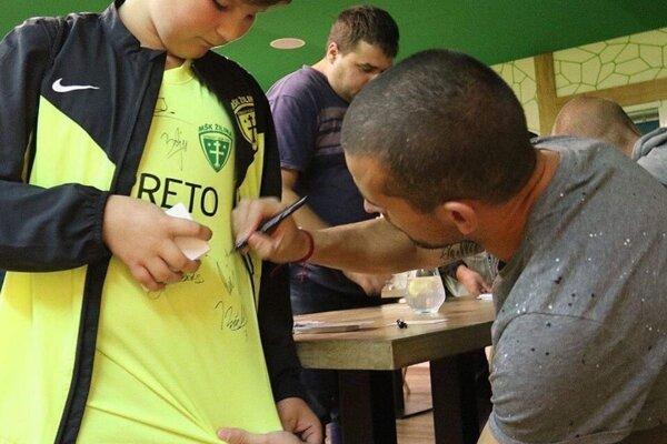 Šošoni potešia svojich fanúšikov autogramiádou.