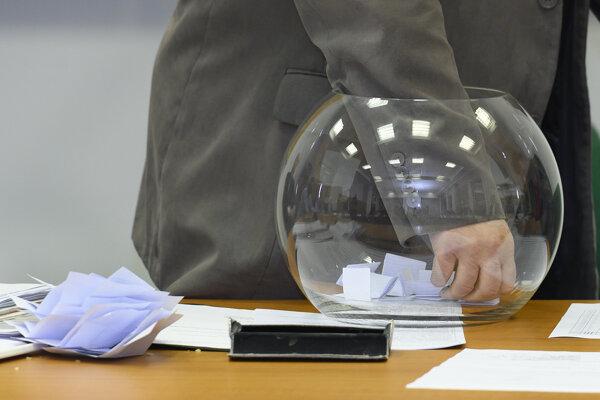 Štátna komisia zaregistrovala 25 kandidačných listín.Strany zároveň dostali čísla kandidátok.