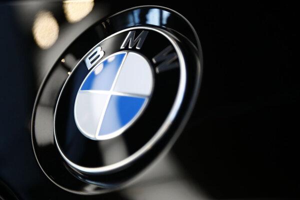 Logo automobilky BMW.