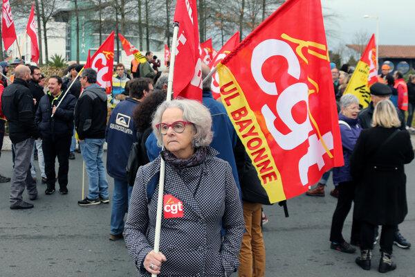Francúzi protestujú proti dôchodkovej reforme.