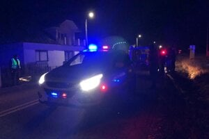 Polícia auto zastavila na začiatku obce.