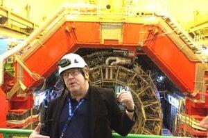 Peter Chochula pred experimentom Alice v hĺbke šesťdesiat metrov pod zemou.