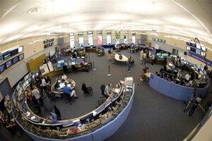Riadiace stredisko CERNu, kde sledujú priebeh viacerých experimentov a samotných zväzkov.