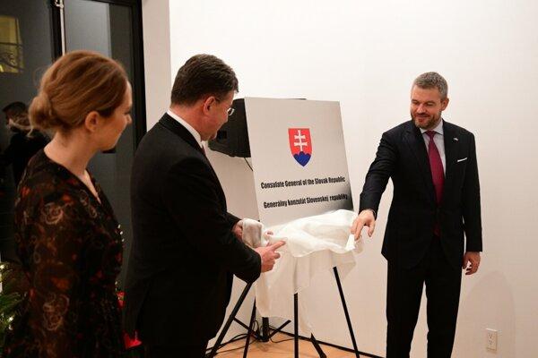 Predseda vlády SR Peter Pellegrini a minister zahraničných vecí a európskych záležitostí SR Miroslav Lajčák počas slávnostného otvorenia Generálneho konzulátu SR v New Yorku. New York, 11. december 2019.