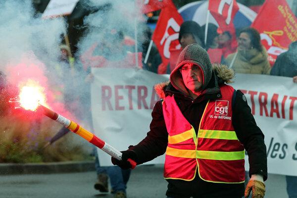 Odborári pokračujú v štrajku.