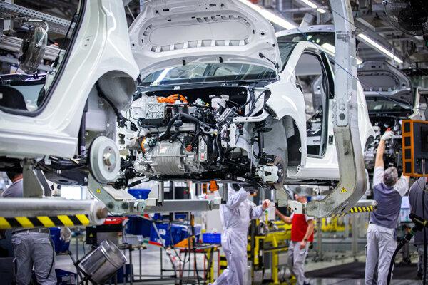 Montovanie elektromobilov.