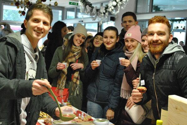Študenti myšlienku podujatia privítali a pripravili si pre návštevníkov napríklad punč.