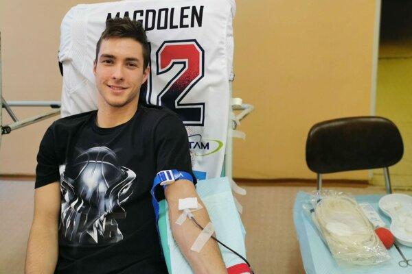 Žiarčan Martin Magdolen sa zaradil medzi hokejových prvodarcov krvi.