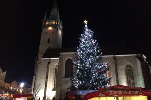 Stromček v Prešove už tiež žiari.