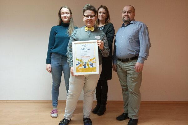 Marek s otcom, ktorému zachránil život. Do súťaže ho prihlásili spolužiačka Paula a učiteľka Mária Hanulíková.
