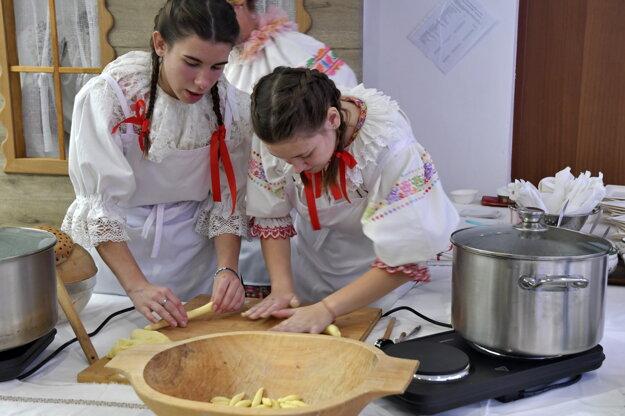 Príprava tradičných jedál z Trnavského kraja.