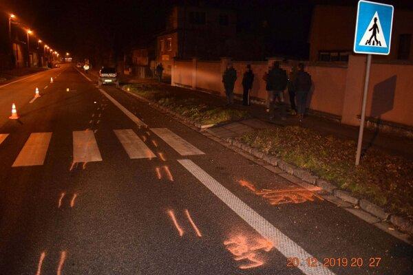 Ďalšia tragická nehoda v Levickom okrese - auto zrazilo ženu na priechode pre chodcov.