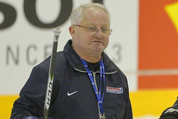 Bývalý tréner slovenskej hokejovej reprezentácie Július Šupler bol zaradený medzi legendy popradského hokeja.