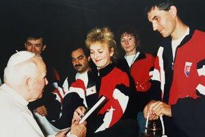 Ladislav Sventek (vpravo) pri vianočnej audiencii u pápeža Jána Pavla II.
