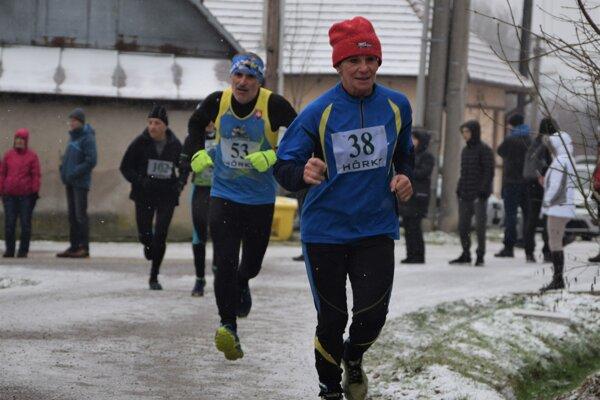 Anna Balošáková (v popredí) využíva sviatočné obdobie aj na bežecké aktivity.