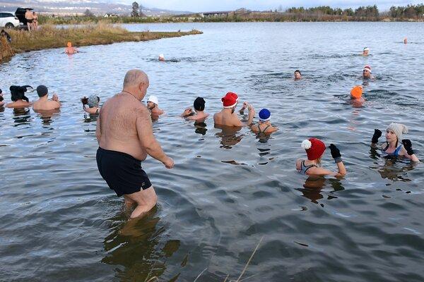 Voda bola studená, ale bez ľadu.
