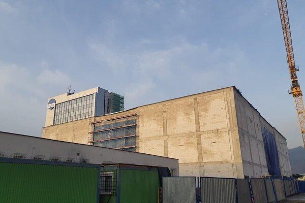Práce na budove pokračujú.