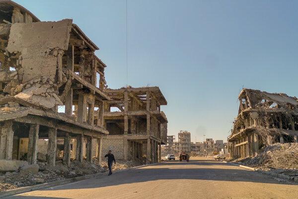 Tri obrazy z Mosulu, mesta, kde nedávno vládla radikálna ideológia, kde džihádisti ľudí triedili podľa viery a nehodných poslali na smrť.
