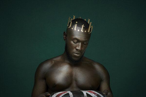Obálka nového albumu Heavy is the Head, ktorá visí aj v Národnej portrétnej galérii v Londýne.