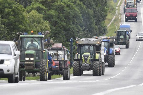 Jedna z protestných jázd farmárov.