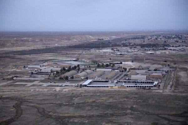 Letecká základňa Ain al-Asad v západnej púšti Anbar v Iraku.