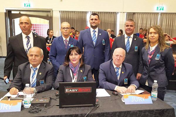Tomáš Chovanec (v hornom rade v strede) rozhodol na majstrovstvách Európy v Izraeli.