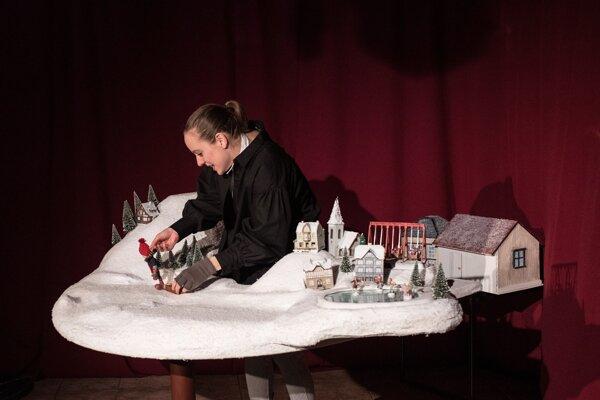 V nedeľu sa uskutoční v Bábkovom divadle na Rázcestí aj premiéra hry O chlapcovi, ktorý vymenil svoju čiapku za čokoládu.