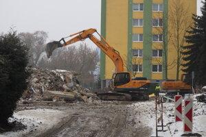 Demolácia prízemia bytového domu na Mukačevskej ulici.