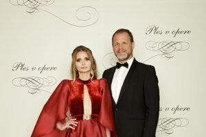 Jana Prágerová, riaditeľka agentúry APA, producentka televíznej ankety OTO s manželom Ladislavom
