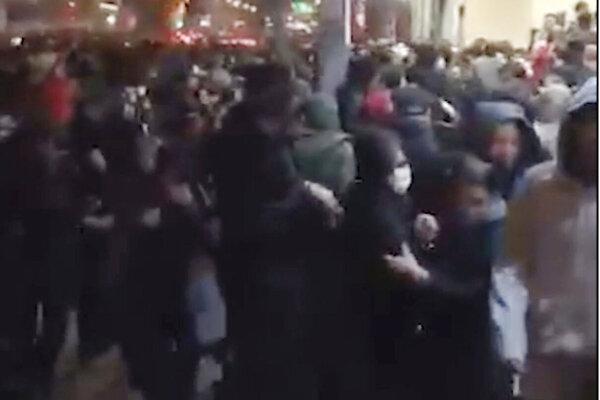 Zábery zo včerajšej demonštrácie.