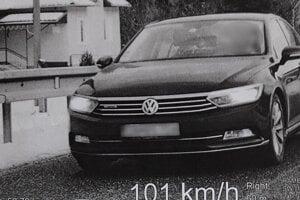 Na úseku s maximálne povolenou rýchlosťou 50 km/h šiel dvakrát tak rýchlo.