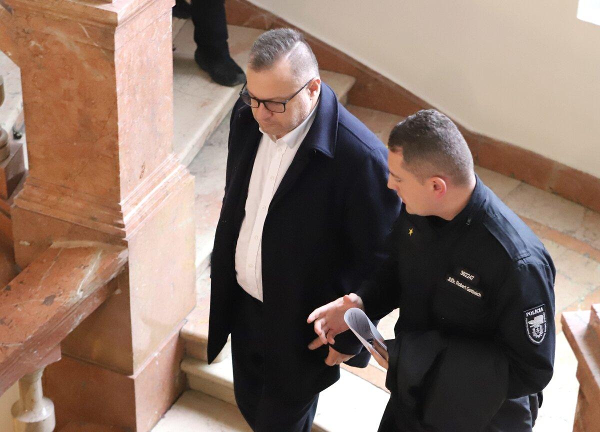 Barczi a Prelec neuspeli so sťažnosťou, ich obvinenie v kauze Tiposu platí - SME