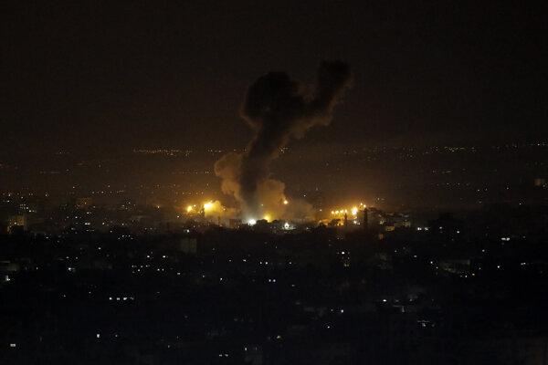 Explózia pri izraelskom útoku v pásme Gazy. Ilustračná fotografia.